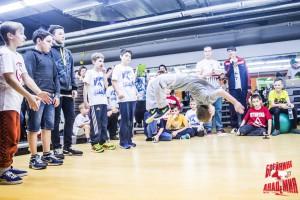 Акробатика от ученика школы брейк-данса в СПб